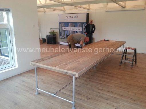 Steigerhouten tafel op steigerbuis onderstel 1
