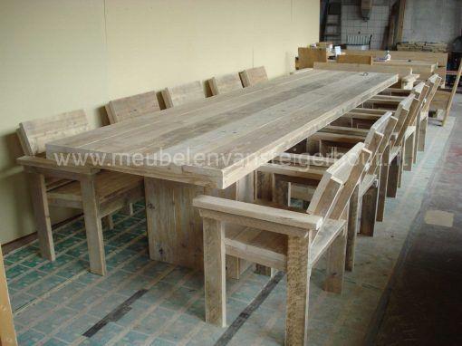 Steigerhouten tafel verzorgingstehuis