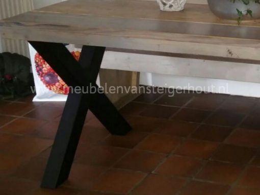 Tafel met metalen kruispoot industriele tafel