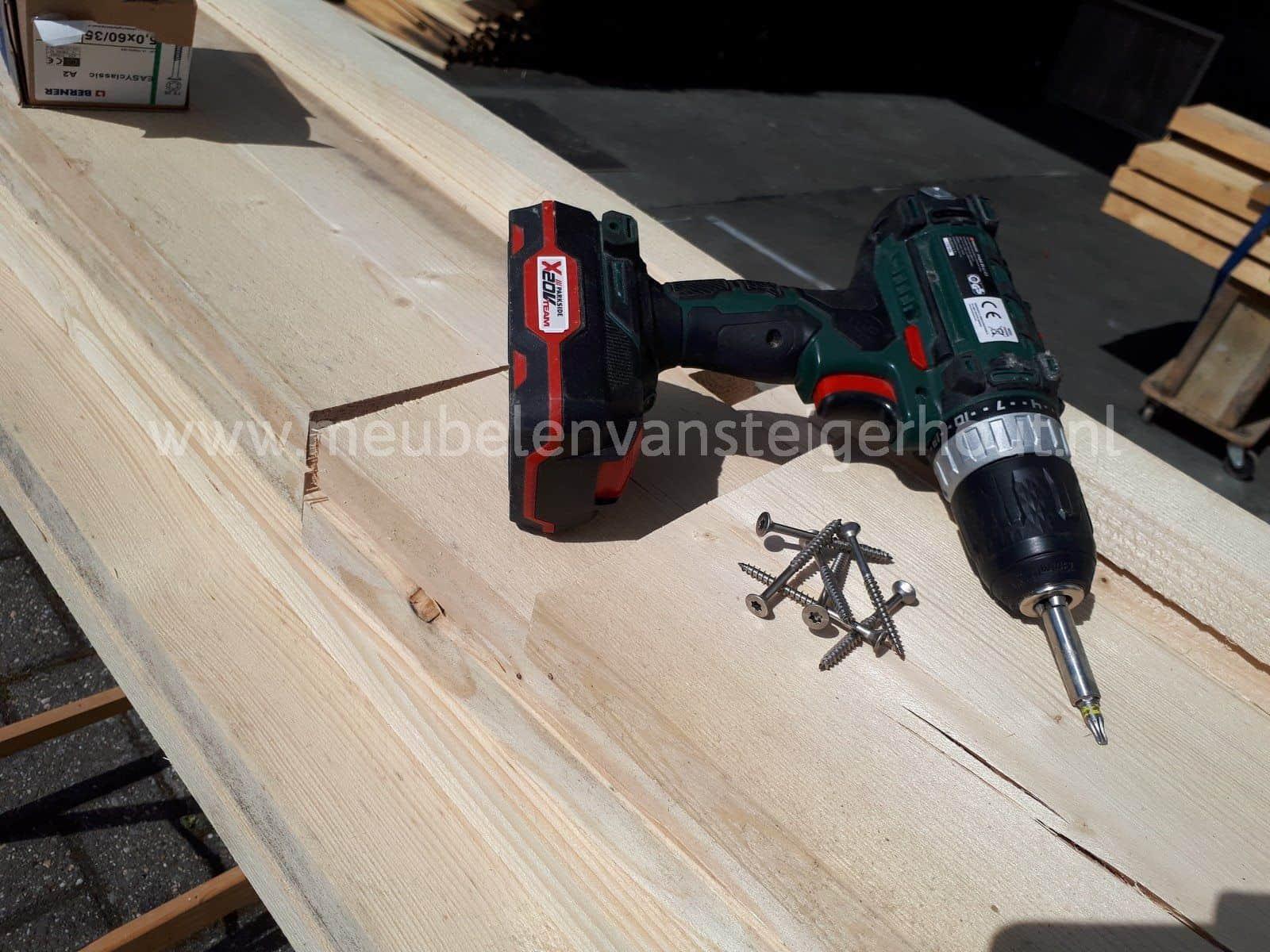 Steigerhout hoekbank met tafels op maat gemaakt als bouwpakket