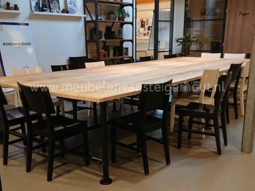 Steigerbuis tafel met zwarte steigerbuis 1