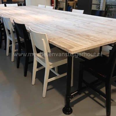 Steigerbuis tafel met zwarte steigerbuis 2