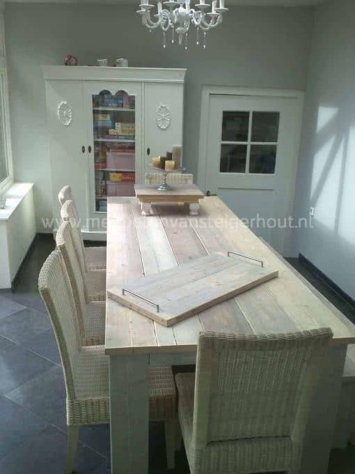 Steigerhout tafel met stoere poten whitewash