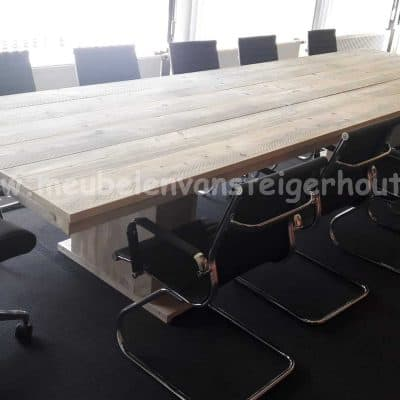 Steigerhout vergadertafel met kolommen