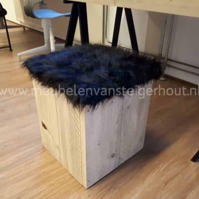 Steigerhout kruk met deksel en nepbont